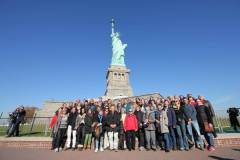 SoC_NY_Gruppenbild_Statue-res2