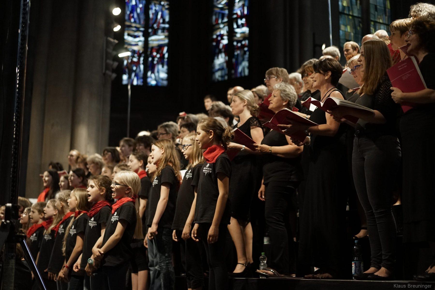 Schindlers Missa in Jazz: Solitude-Chor und Band