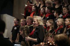 Schindlers Missa in Jazz: Solitude-Chor und Band, Peter Lehel am Saxophon